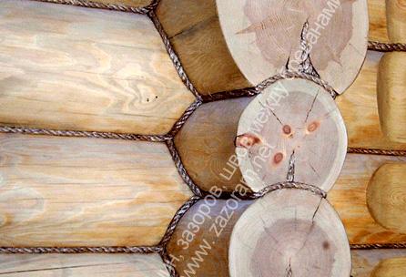 Фото декоративная отделка щелей между брёвнами деревянного дома канатами из натуральных материалов